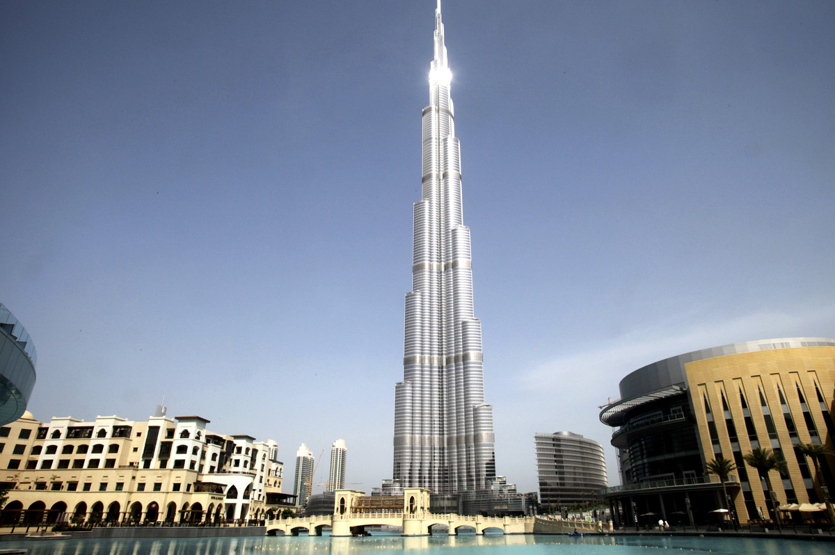 Burj khalifa world 39 s tallest artificial structure for Biggest hotel in dubai