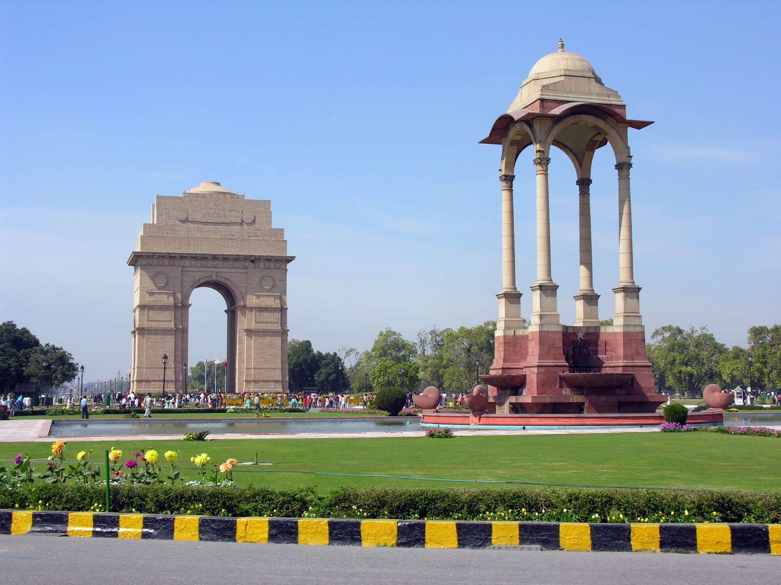 monuments of delhi Delhi capital featuring information on great history of delhi, delhi sultanate, historical monuments, tourism attractions and temples, gardens along with delhi excursions.