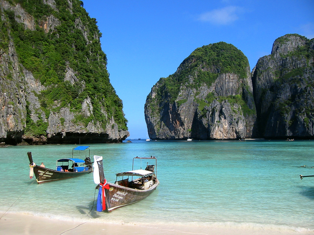 travel guide asia destinations tips reduce your holiday expenses phuket thailand