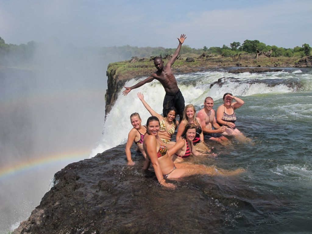 Victoria falls devil 39 s pool travelling moods for Chutes victoria piscine du diable