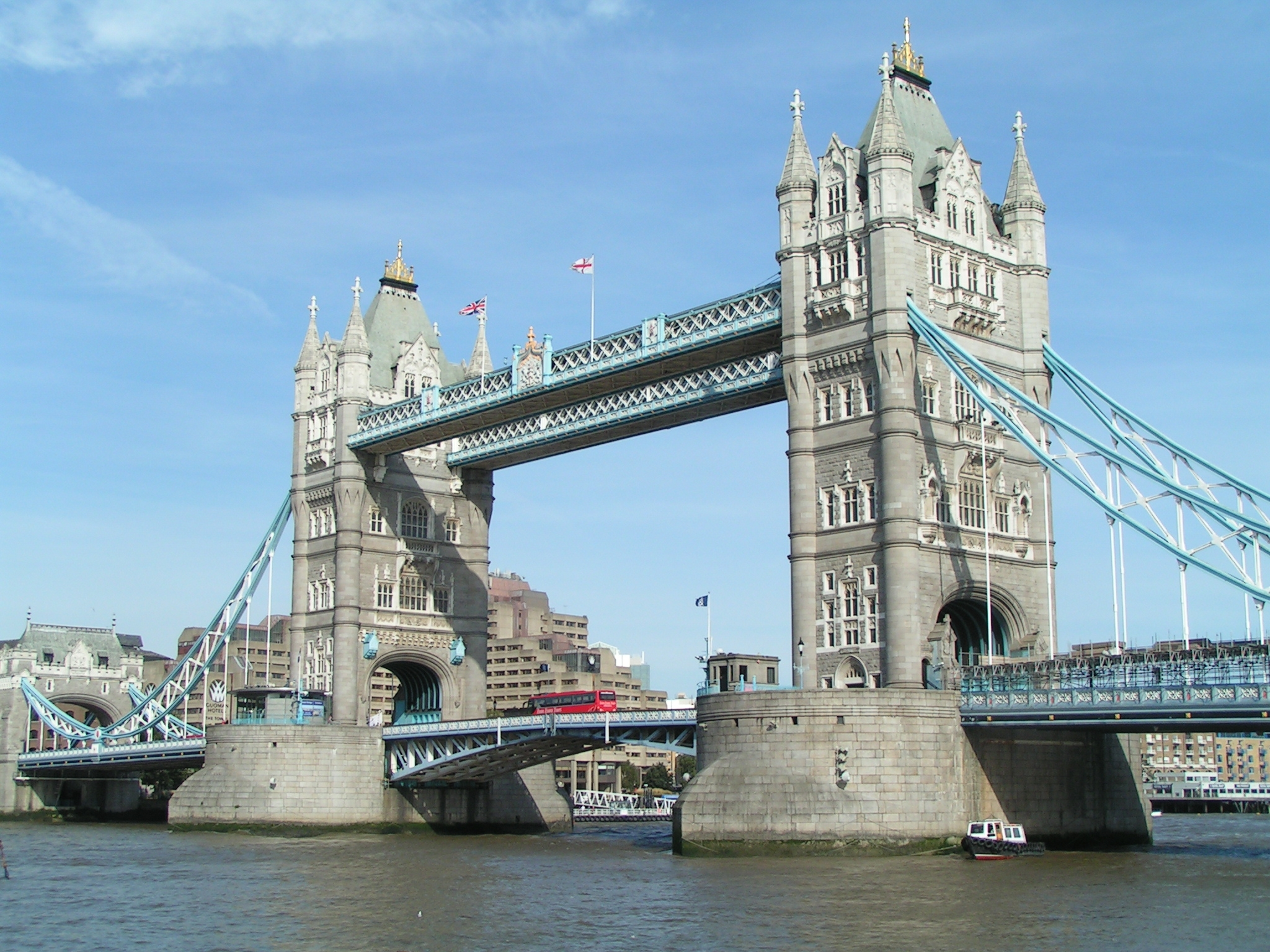 tower bridge bascule bridge in london travelling moods. Black Bedroom Furniture Sets. Home Design Ideas