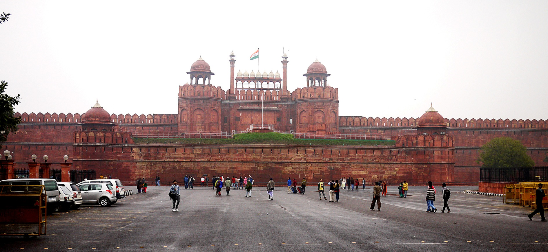 essay on red fort of india