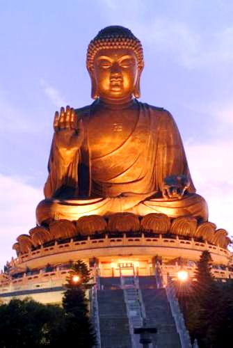 Tian-Tan-Buddha-at-night