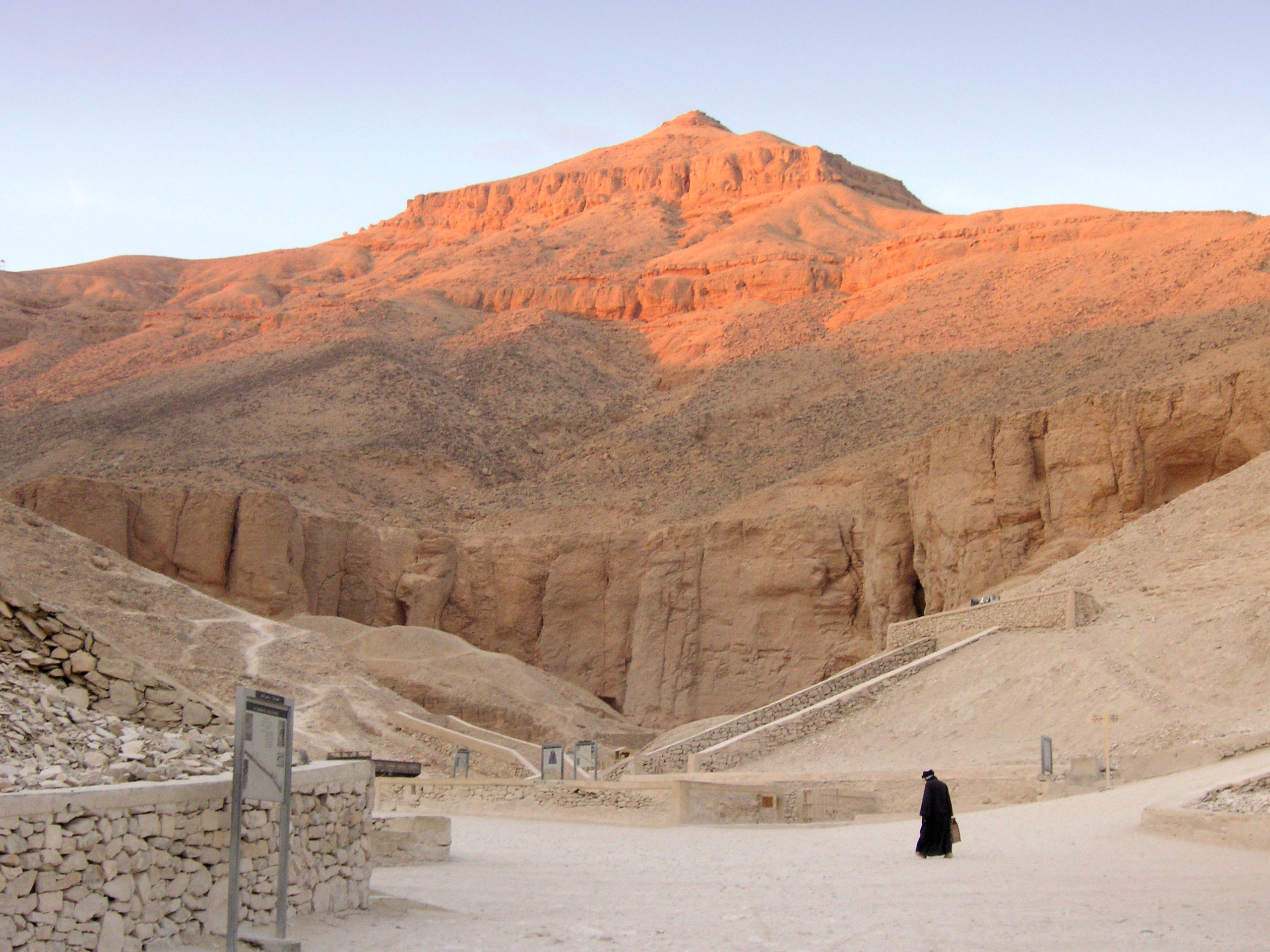 valley of the kings Answer 1 of 22: hello to everybody, i'll go in luxor in august for a 1 day trip from marsa alam with a private tour and i have some questions for the valley of the kings: - how can i decide which tomb to see.